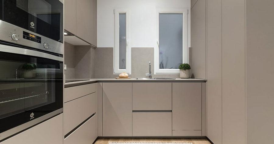 Cocina pequeña espacio aprovechado con muebles suelo techo
